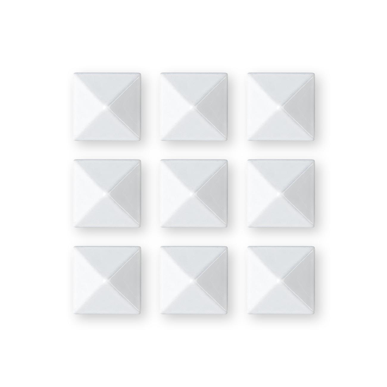 Grip Gravity Pyramid Studs white